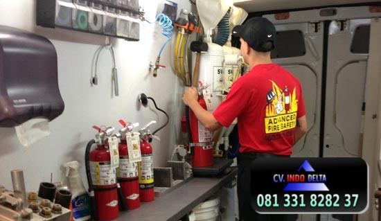 3 Isi Ulang Tabung Pemadam Kebakaran Kapal